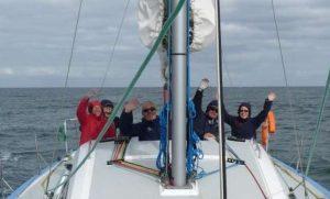 rassemblement amis sur un voilier