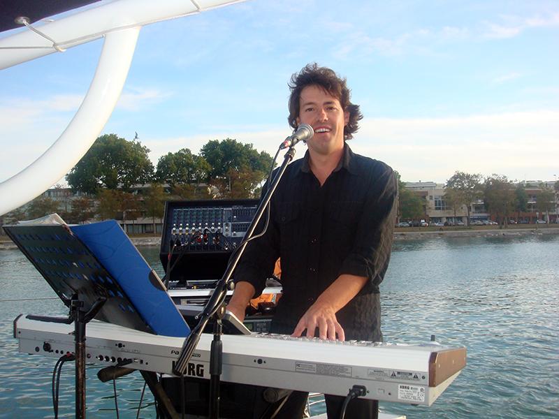 chanteur piano voilier