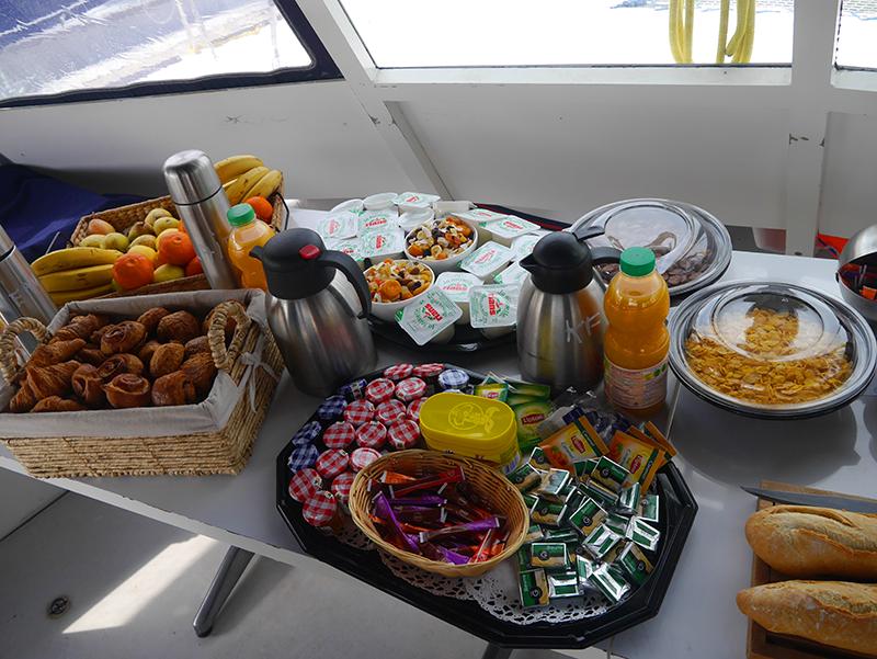 petit-dejeuner en mer